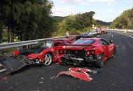 A polícia indicou que cinco homens e cinco mulheres ficaram feridos sem gravidade no acidente