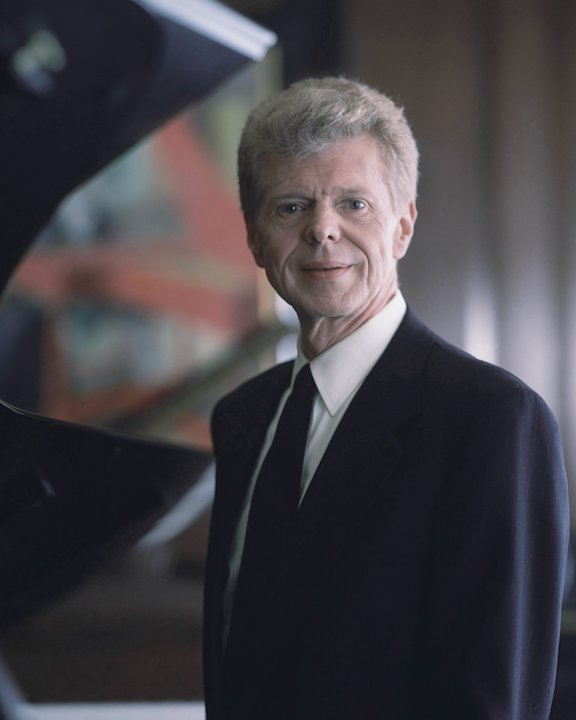 Pianist Van Cliburn poses for a portrait at the Steinway &amp; Sons showroom in New York on March 18, 1994.   Renowned classical pianist Van Cliburn has been diagnosed with advanced bone cancer and is res