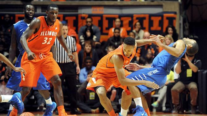 Illinois holds off feisty IPFW 57-55