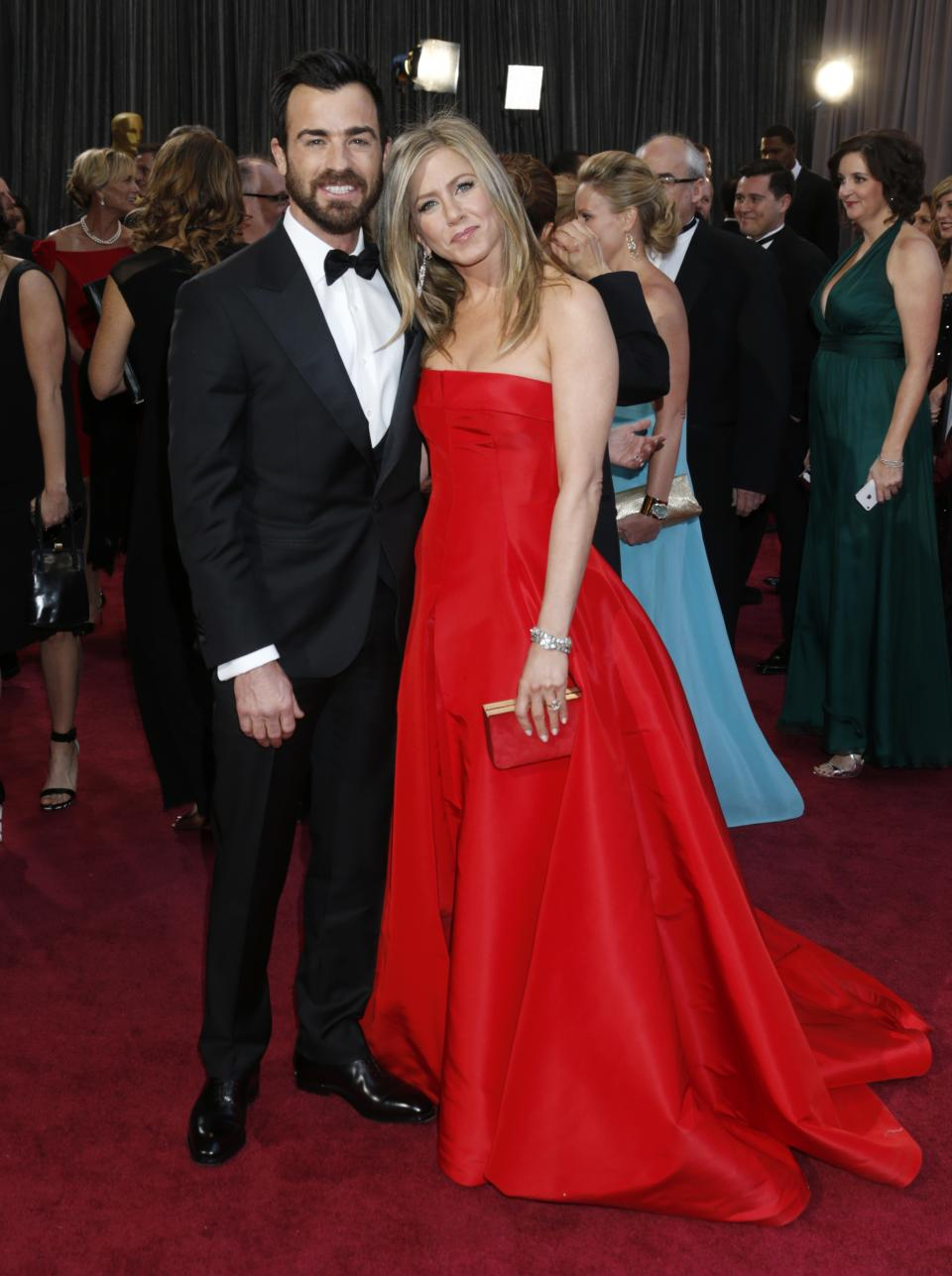 Actors Justin Theroux, left, and Jennifer Aniston arrive at the Oscars at the Dolby Theatre on Sunday Feb. 24, 2013, in Los Angeles. (Photo by Todd Williamson/Invision/AP)