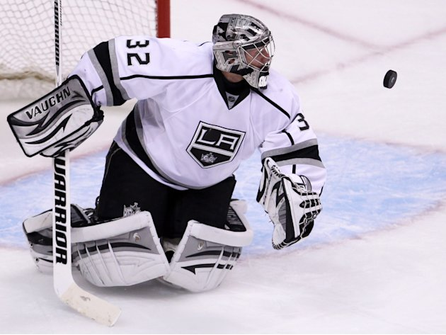 Los Angeles Kings goalie Jonathan Quick (32) keeps his eye on the puck during third period of game two of first round NHL Stanley Cup playoff hockey action against the Vancouver Canucks at Rogers Aren