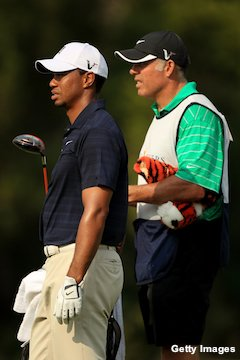 Tiger Woods' caddie on Adam Scott's bag for U.S. Open