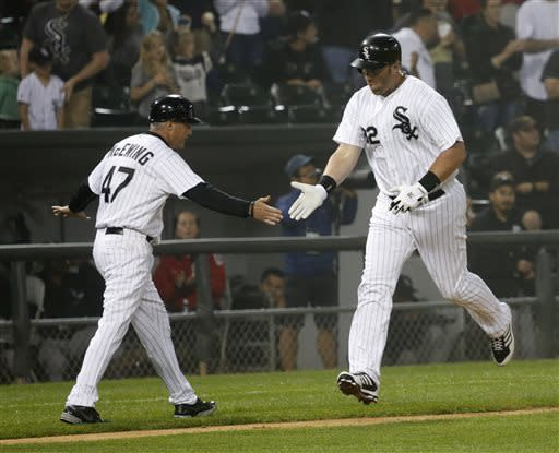 Dunn hits 2 HRs to power White Sox 10-6 in fog