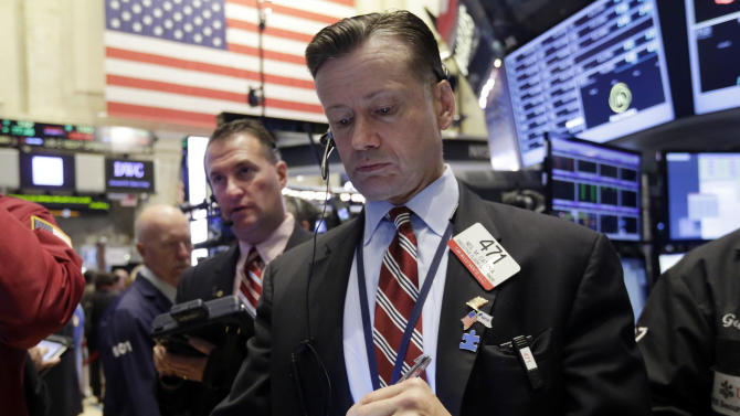Trader Neil Catania, right, works on the floor of the New York Stock Exchange Wednesday, Sept. 17, 2014. Financial markets are awaiting the end of a Federal Reserve meeting Wednesday to see whether the Fed sends any clearer signal about the timing of an interest rate increase. (AP Photo/Richard Drew)
