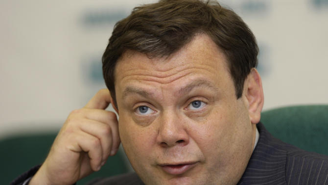 """FILE In this June 16, 2008 file photo Russian tycoon Mikhail Fridman speaks at a news conference in Moscow. Russian tycoon Mikhail Fridman on Monday May 28, 2012 unexpectedly announced his resignation as chief executive of TNK-BP, the Russian venture of British oil company BP. TNK-BP said in a statement that Fridman has submitted a letter of resignation as CEO and chairman of the management board and is due to step down in 30 days. It did not specify the reason, but BP's representative in Russia, Vladimir Buyanov, said Fridman left the company for """"personal reasons."""" (AP Photo/Alexander Zemlianichenko)"""