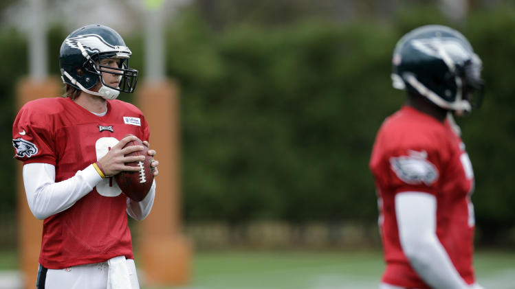 Philadelphia Eagles quarterback Nick Foles, left, and Michael Vick wait to run drills during NFL football practice at the team's practice complex, Thursday, Nov. 1, 2012, in Philadelphia. (AP Photo/Matt Slocum)