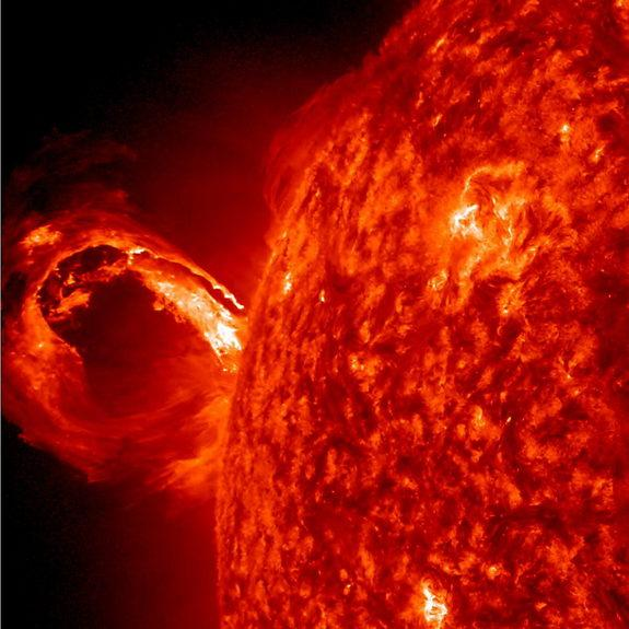 NASA Sees Giant Solar Wave Erupt from the Sun (Video)