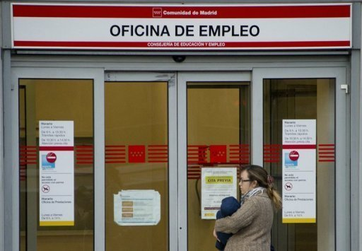 <p>A woman waits outside a government employment office in the centre of Madrid on October 26, 2012. Unemployment in Spain broke the 25-percent mark in the third quarter of 2012 as the country remained mired in a deep recession, official data showed.</p>