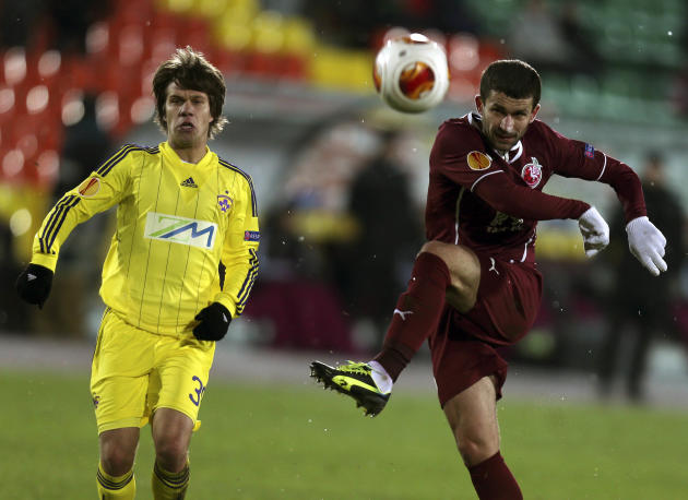 Rubin's Syarhey Kislyak, right,  fights for the ball with Maribor's Damjan Bohar during their Europa League Group D soccer match in Kazan, Russia, Thursday, Nov. 28, 2013