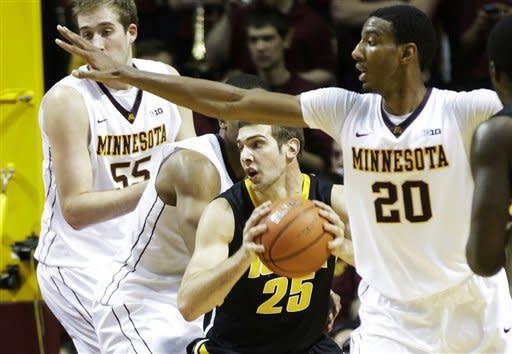 No. 23 Minnesota escapes Iowa with 62-59 win
