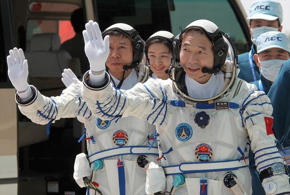Dragons Star on Mission Patch for China's 1st Crewed Space Docking