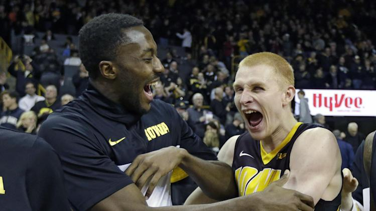 No. 23 Iowa holds off Notre Dame 98-93