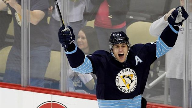 Pittsburgh Penguins Evgeni Malkin (71) celebrates his goal against the Nashville Predators