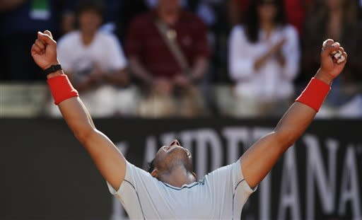 Nadal beats Federer, Serena wins at Italian Open