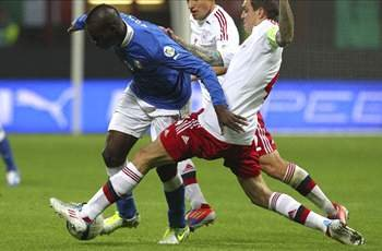 Italy 3-1 Denmark: Balotelli seals win for 10-man Azzurri