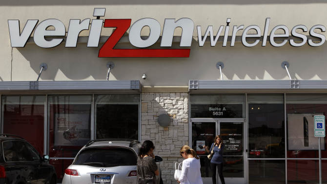 FILE - In this Wednesday, Oct. 17, 2012, file photo, customers walk into a Verizon Wireless store in Dallas. Verizon's Share Everything plan looks like it's good for the company's shares. The parent of the nation's largest cellphone company on Thursday reported a blowout number of new devices on its network, boosted by the revolutionary plan, introduced four months ago. The plan made it cheaper for households to add wireless service to tablets and laptops. (AP Photo/LM Otero, File)