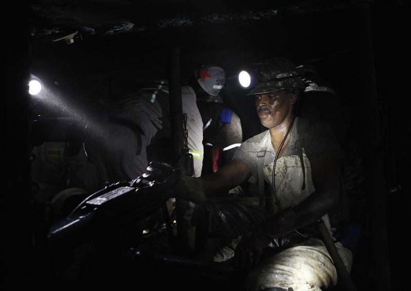 Lonmin sees full-year cash costs below guidance