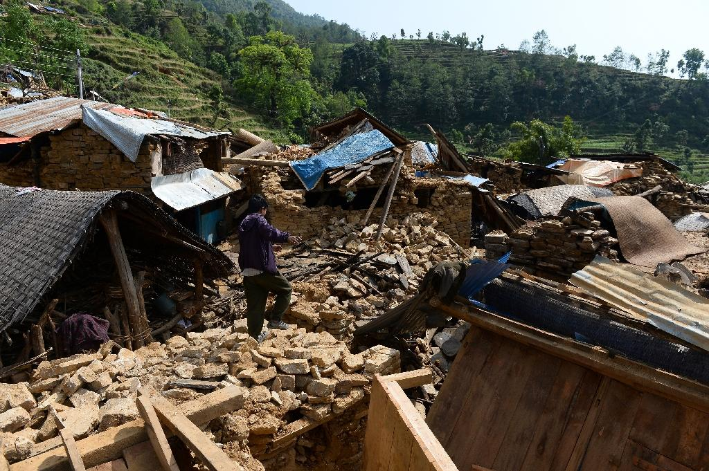 Battle to get aid to Nepal's quake-hit mountain villages