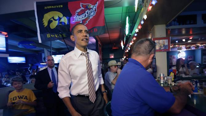 President Barack Obama greet patrons at Bob Roe's Point After Pizza during an unscheduled visit, Saturday, Sept. 1, 2012, in Sioux City, Iowa. (AP Photo/Pablo Martinez Monsivais)