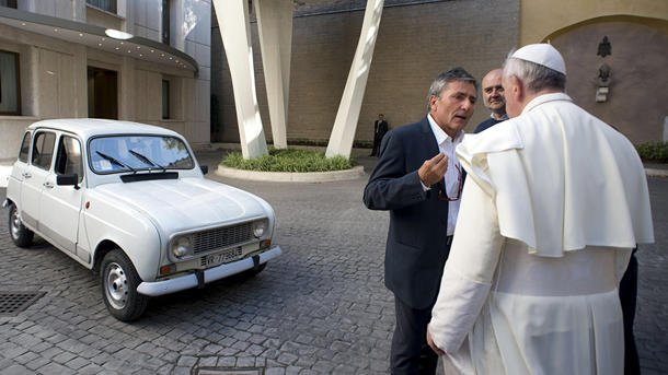 popefrancisrenault2 - Pope Francis' newest ride: A 29-year-old beater with 186,000 miles - Cars and Automotive