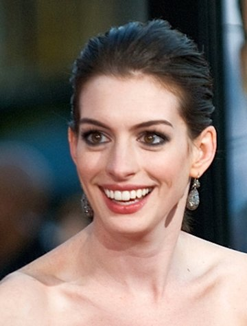 "Les Mis star Anne Hathaway enthusiastically dove into her roles on ""SNL"""