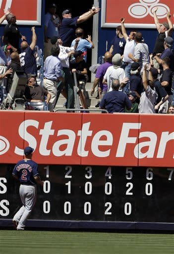 Pettitte fractures fibula in Yankees' 5-4 win