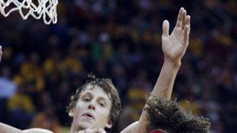 Irving, Varejao pace Cavaliers over Wizards 94-84