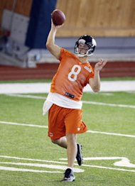 Chicago Bears quarterback Jimmy Clausen (AP Photo/Nam Y. Huh)