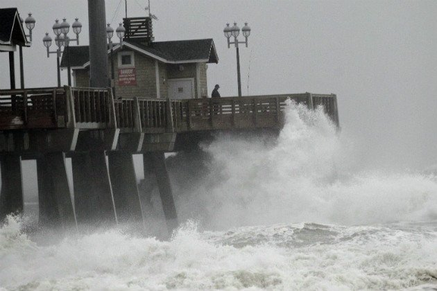Sandy: East Coast braces for epic hurricane, 'life-threatening' storm surge