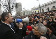 Ukrainian opposition leader and head of the UDAR (Punch) party Vitaly Klitschko (L) addresses anti-government protesters outside the Ukrainian Parliament building in Kiev February 22, 2014. REUTERS/Vasily Fedosenko