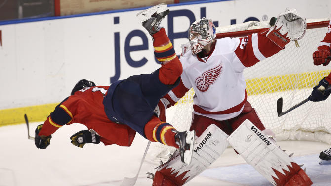 Detroit's Howard out 2-4 weeks with knee sprain