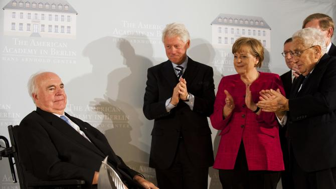 Former US Secretary of State, Henry Kissinger, the president of the World bank, Robert B. Zoellick, partially seen, the president of the American Academy in Berlin, Norman Pearlstine, German Chancellor Angela Merkel, and the former US President Bill Clinton, from right, applaud former German Chancellor Helmut Kohl, left, after Kohl received the 2011 Henry Kissinger Prize for his contribution to trans-Atlantic relations at the American Academy in Berlin, Germany, Monday, May 16, 2011. (AP Photo/Clemens Bilan, Pool)