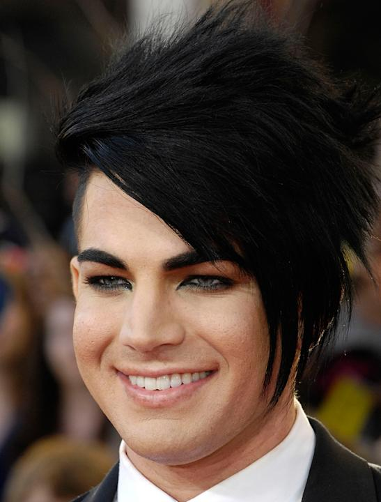 Adam Lambert photos: Here he is rocking the emo trend: nice.
