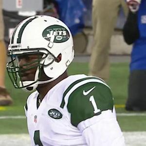 New York Jets quarterback Michael Vick 6-yard run