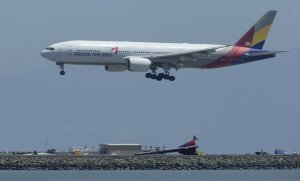 Tuesday's Asiana Flight 214 comes in for a landing …