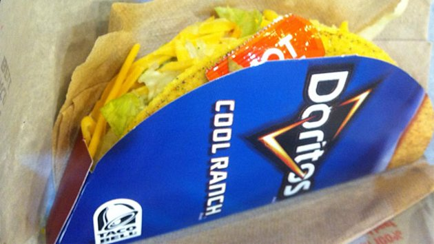Taste Test: Taco Bell Cool Ranch Doritos Locos Tacos (ABC News)