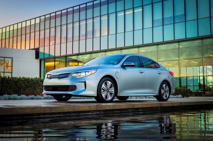 Kia Debuts Three Hybrids in Chicago that are Green-Car Efficient