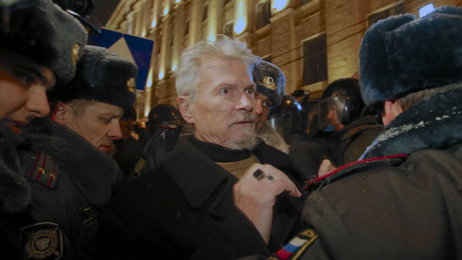 Russian police detain opposition leader Edouard Limonov, center, during an unsanctioned rally in downtown Moscow,  Russia, Monday, Dec. 31, 2012. The Russian opposition protests on the 31st of each month are a nod to the 31st article of the Russian constitution, which guarantees the right of assembly. (AP Photo/Alexander Zemlianichenko)