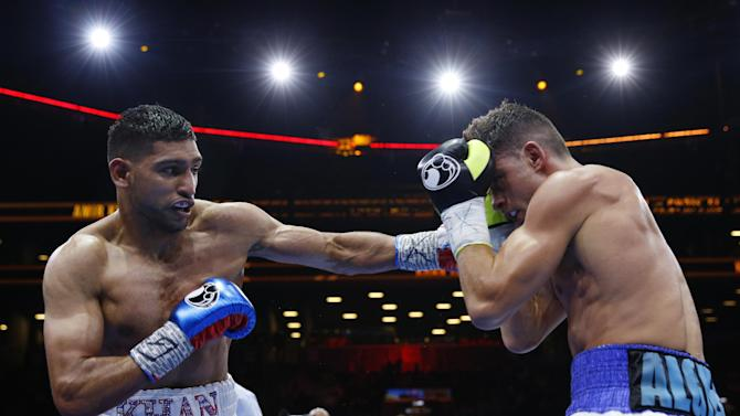 BOX: Amir Khan in action against Chris Algieri