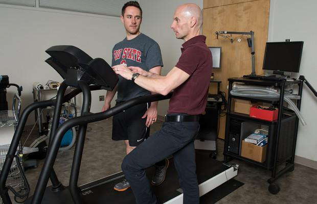 Sonar-equipped treadmill changes speed based on how you run