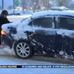Homeless Man Helps Push Cars Up Hill In Snow Storm, Internet Rewards Him For Kind Act