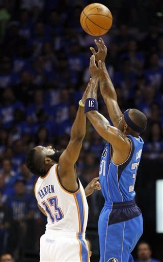 Durant's winner lifts Thunder past Mavs, 99-98