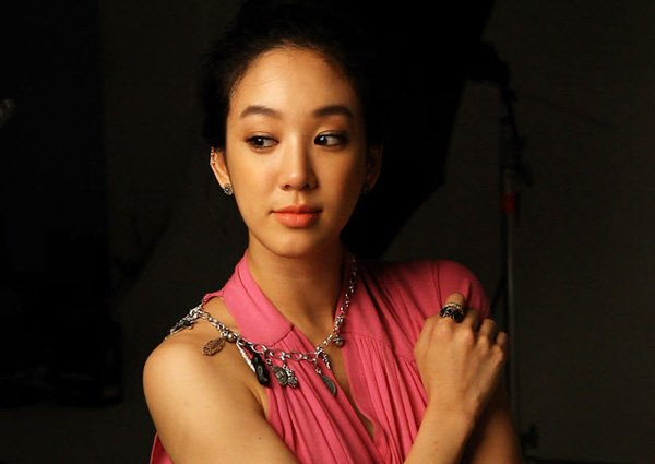 Jung Ryeo-won rubs shoulders with royalty