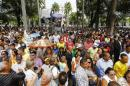 Supporters line up to visit coffin containing the remains of the late Brazilian presidential candidate Eduardo Campos during his wake outside the Pernambuco Government Palace in Recife