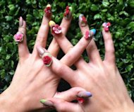 We were seriously taken aback by Miss Katy Perry's recent tweet with a photo of her fabulous flowering nails. Accompanying the pic she wrote 'My Fingers are in FULL bloom today' and
