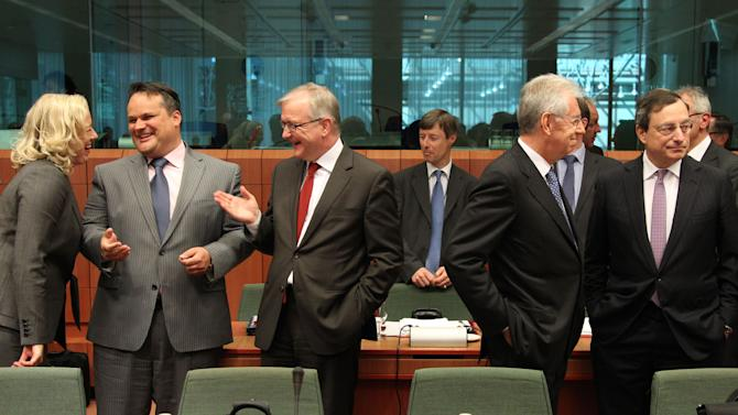 President of the European Central Bank Mario Draghi, right, talks with Italy's Prime and Finance Minister Mario Monti, second right, as European Commissioner for Economic and Monetary Affairs Olli Rehn, center, talks with Dutch Finance Minister Jan Kees De Jager, second left, and Finnish Finance Minister Jutta Urpilainen, during the Eurogroup ministerial meeting at the European Council building in Brussels, Monday, May 14, 2012. (AP Photo / Yves Logghe)
