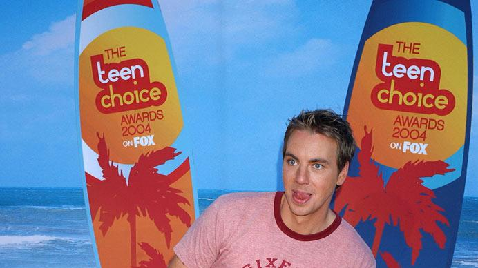 Dax Shepard arrives at The 2004 Teen Choice Awards in Universal City, California on August 8, 2004.