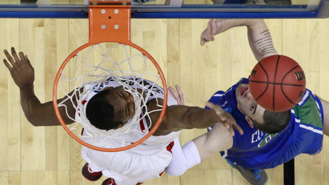 San Diego State's Skylar Spencer, left, and Florida Gulf Coast's Brett Comer chase a rebound during the first half of a third-round game of the NCAA college basketball tournament, Sunday, March 24, 2013, in Philadelphia. (AP Photo/Matt Slocum)