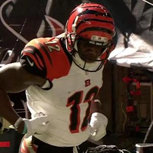Cincinnati Bengals quarterback Andy Dalton throws 6-yard touchdown pass to wide receiver Mohamed Sanu