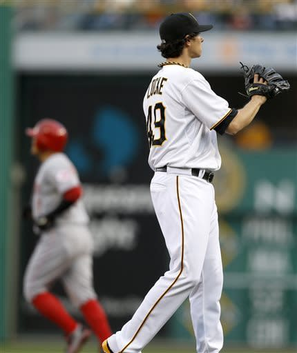 Locke helps Pirates beat Reds 3-1; Cueto gets hurt